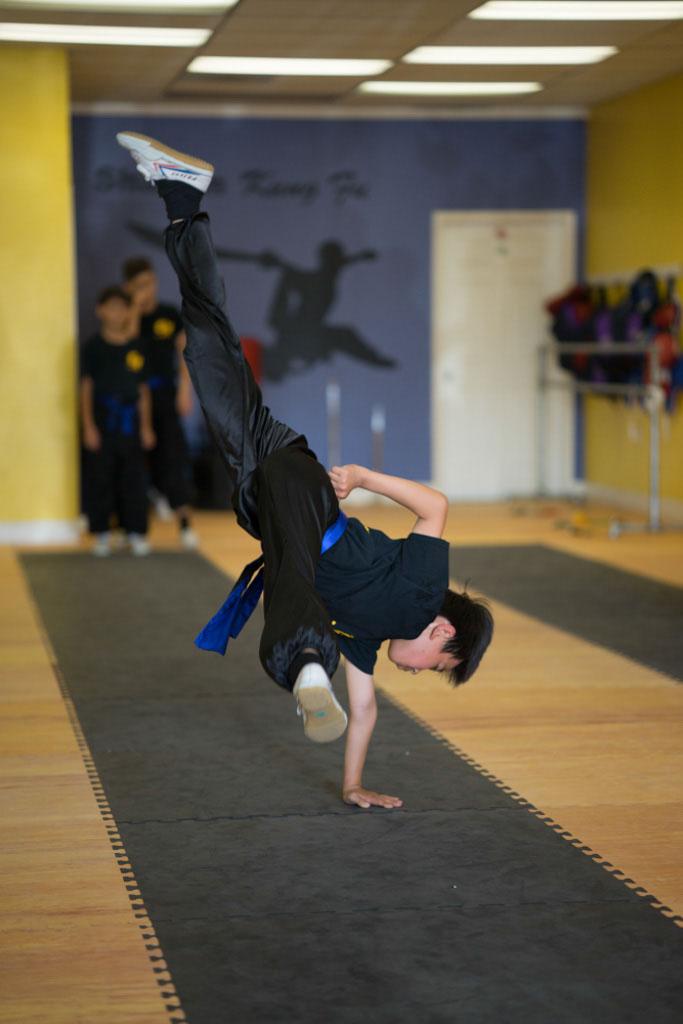 Kung Fu Class, One-hand cartwheel